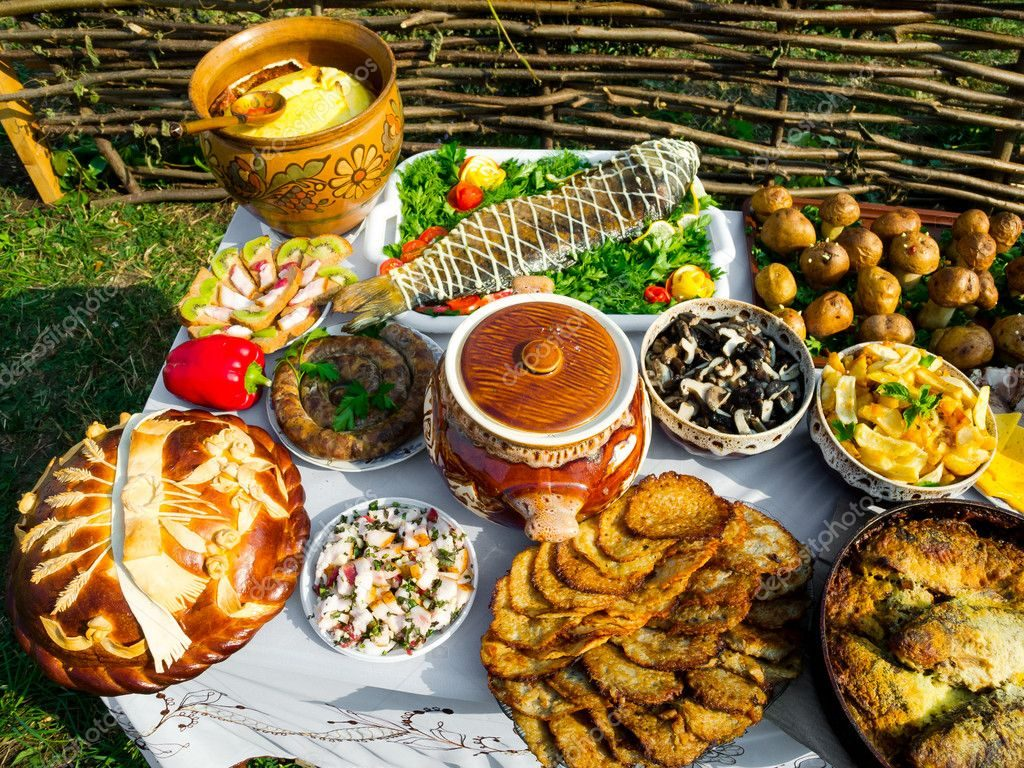 depositphotos_14115571-stock-photo-traditional-ukrainian-food